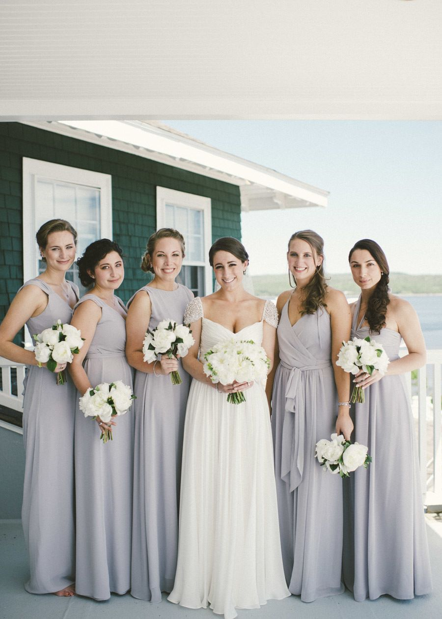Dove Grey French\'s Point, Maine Wedding | Farbkonzept und Brautjungfer