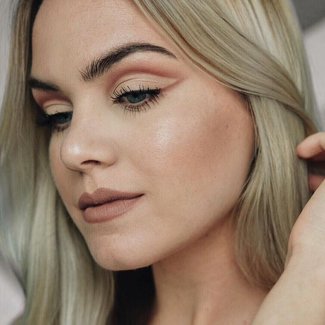@thegalsguide shows off her artistry skills with an illusion cut crease using Naked Ultimate Basics. Our mind = blown.  #YouLookBetterNaked #NakedUltimateBasics