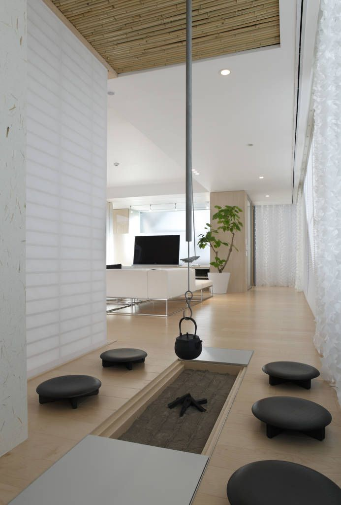 囲炉裏スペース 数寄の家 高級邸宅 homify モダンデザインの リビング homify japanese living rooms japanese interior japanese living room decor