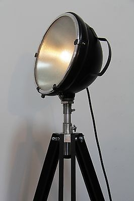 tripod steh lampe such scheinwerfer hella holz stativ indusrie design vintage lamps and. Black Bedroom Furniture Sets. Home Design Ideas