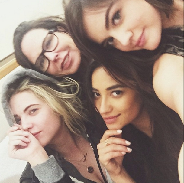 The liars are heading to NYC! | Pretty Little Liars