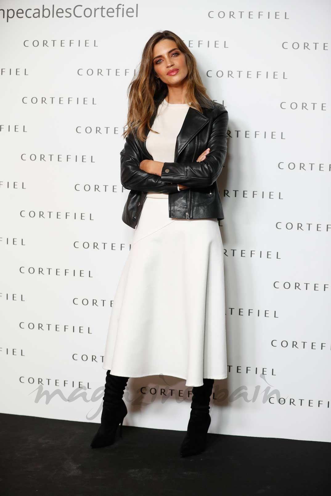 bac141a9ea11 Copia el look de Sara Carbonero para este otoño | Style | Faldas de ...