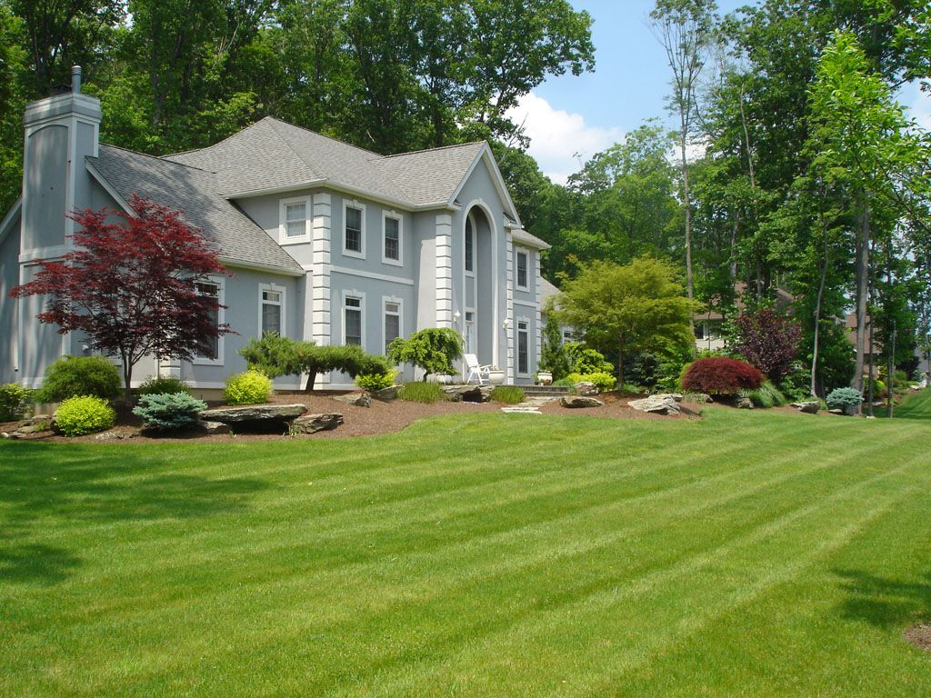 Beau Front Yard And Backyard Formal, Natural Or Contemporary Landscaping And  Garden Designs