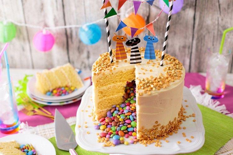 gâteau surprise déco-smarties-jaunes-nappage   Recettes   Pinterest
