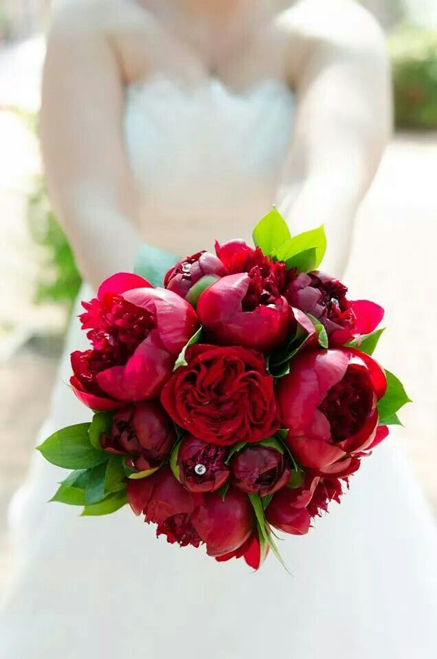 Цветы купить, свадебный букет цвета марсала из пионов