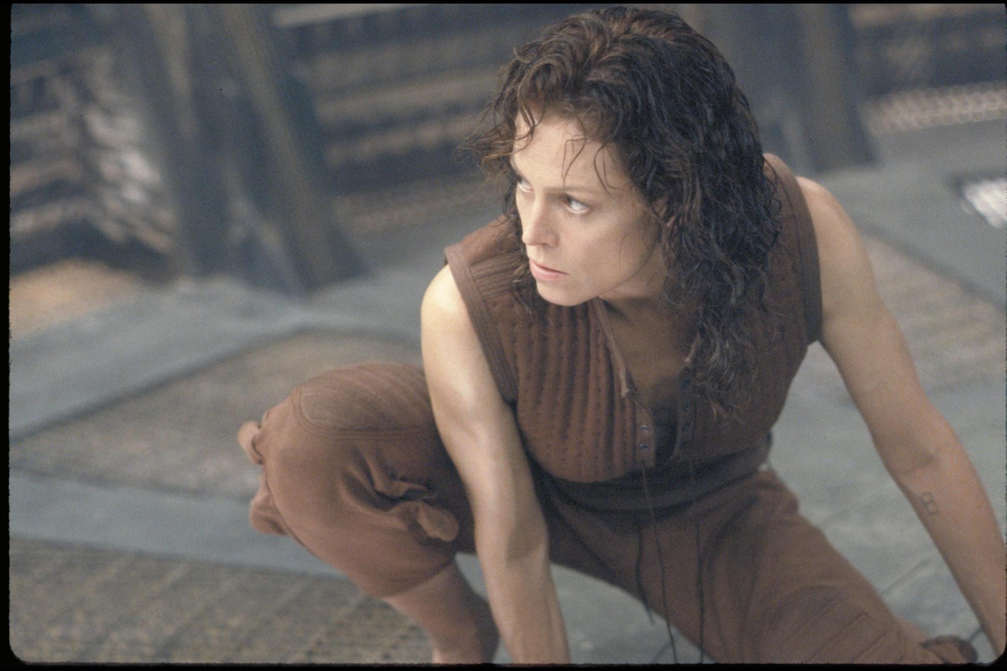 Pin Still Of Sigourney Weaver In Alien Resurrection 1997 -5673
