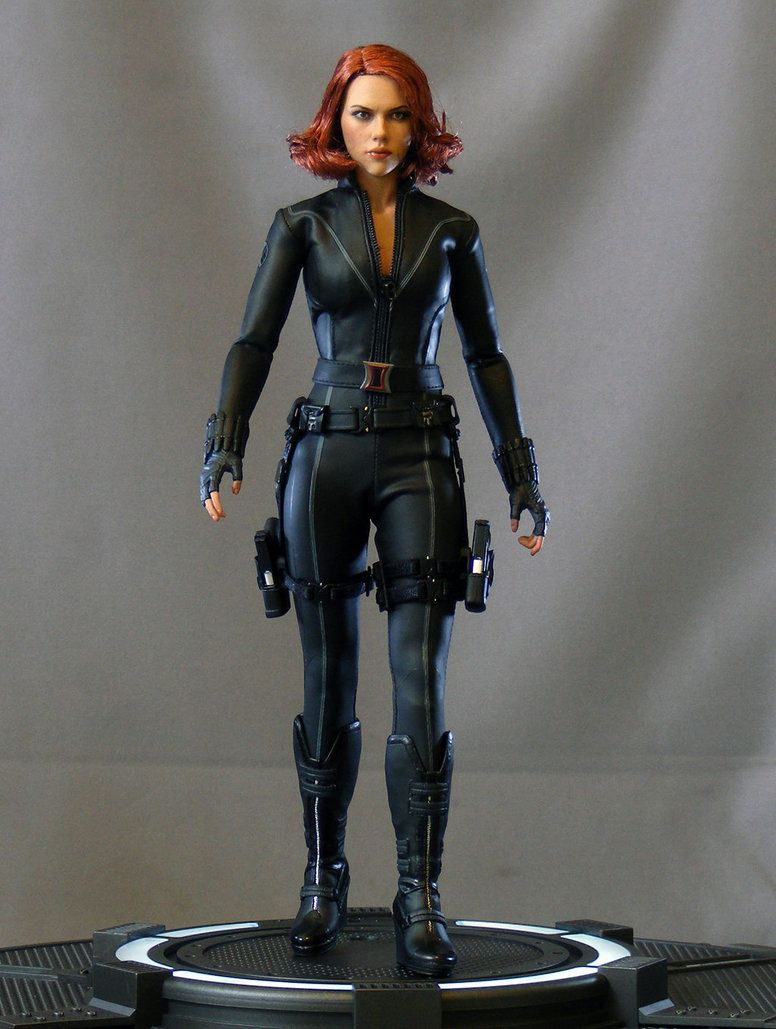 avengers black widow hot toys action figure this one is