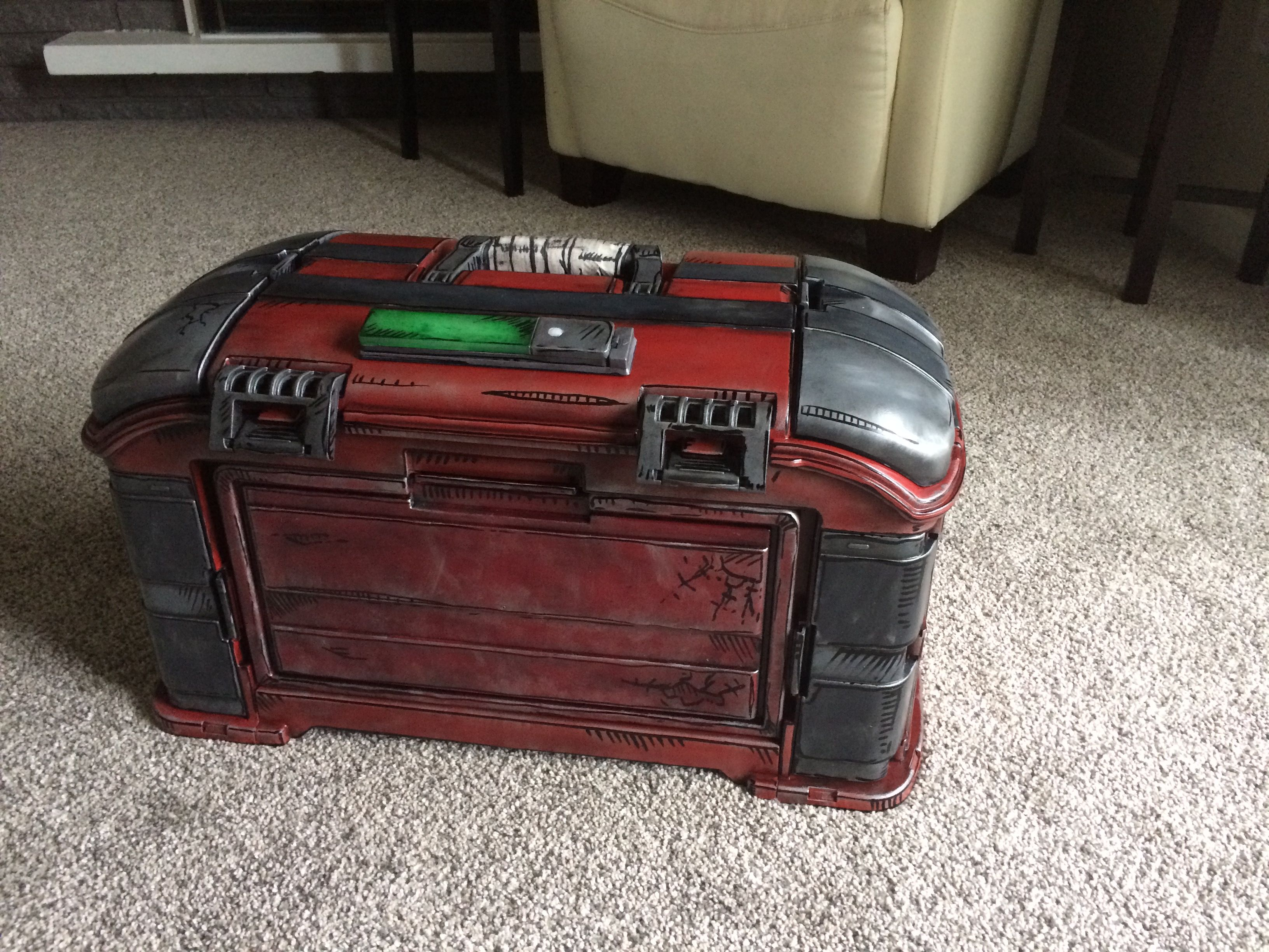 I modded a tackle / tool box to look like a Borderlands loot