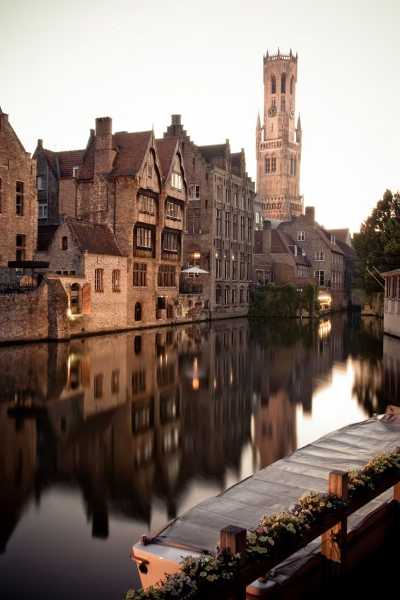 Brujas, canales y la torre Belfort                                                                                                                                                                                 Más