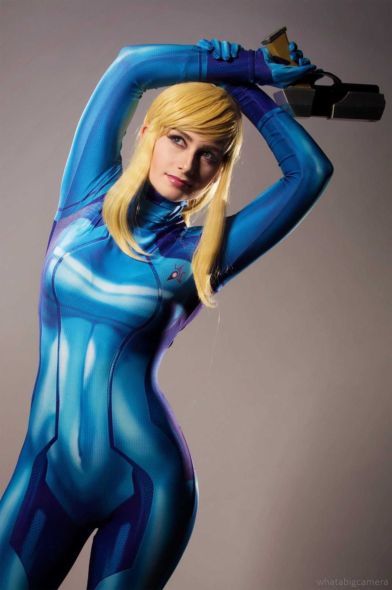Samus in bikini cosplay