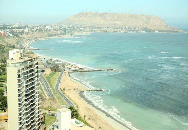 Alojamiento en Lima: vista al mar desde la habitación ejecutiva de un hotel en Lima #Lima #Peru #mar #playa