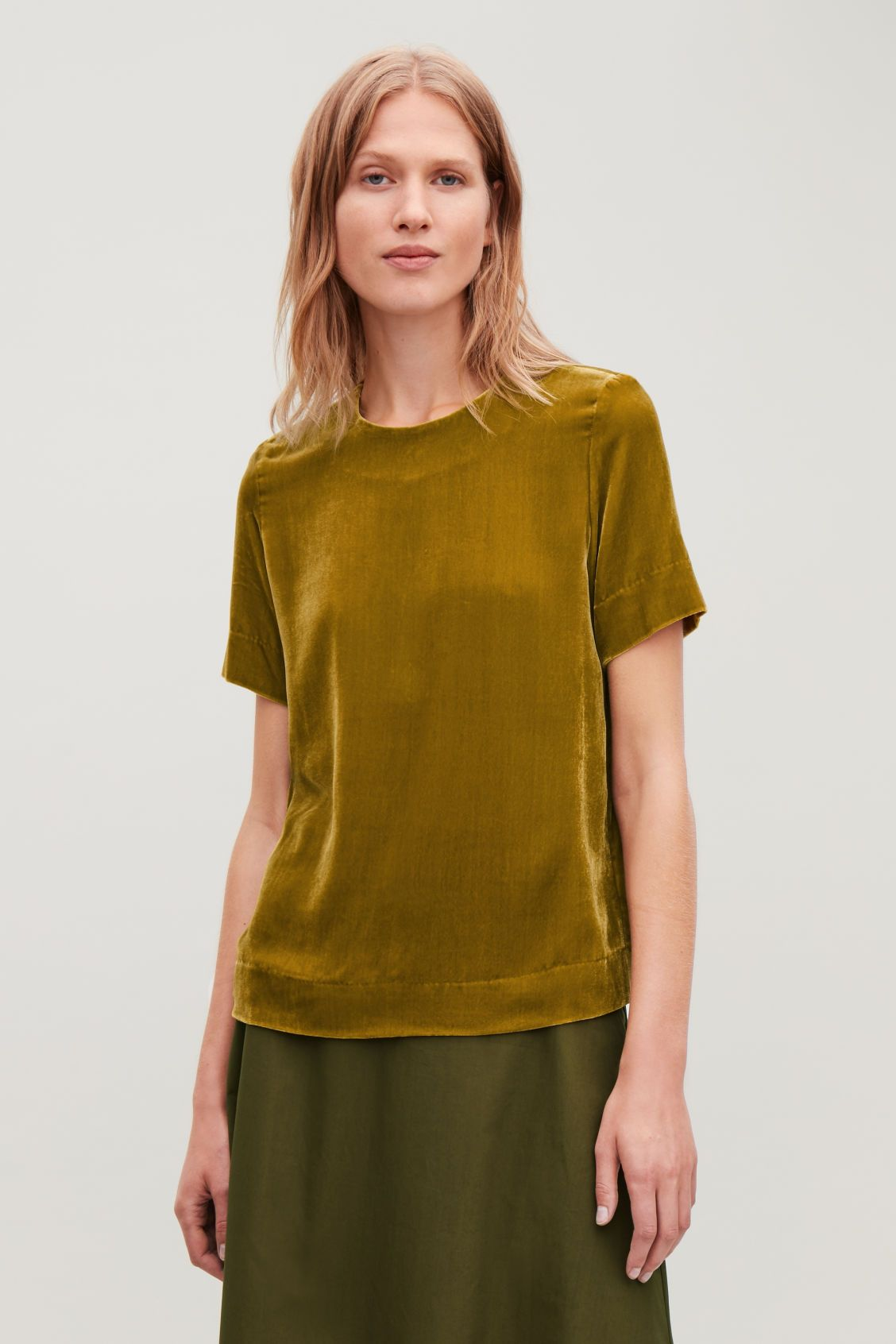 0568accb11 Model side image of Cos short-sleeved velvet top in yellow ...