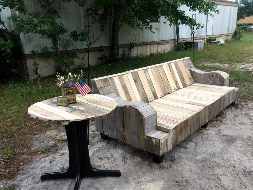 Refurbished Old Couch Base Into Pallet Sofa With Images Pallet Patio Furniture Pallet Furniture Outdoor Pallet Sofa