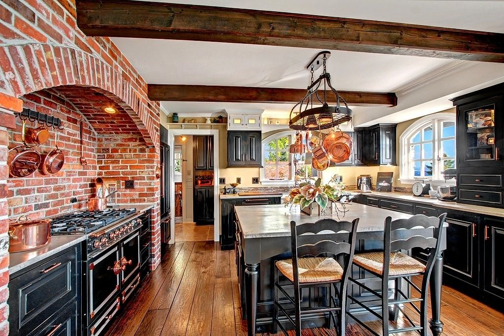 Rustic Kitchen With Kitchen Island Glass Panel U Shaped