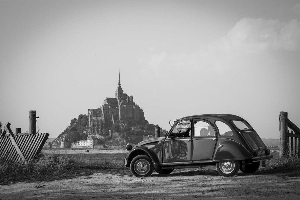 2 cv       mont saint michel     france     photo de joao ferreira       source greeneyes555