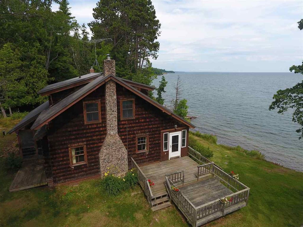 14843 Us Highway 41 Baraga Mi 49908 Mls 1104079 Zillow Beach Houses For Sale Beach Cottages For Sale Natural Stone Fireplaces
