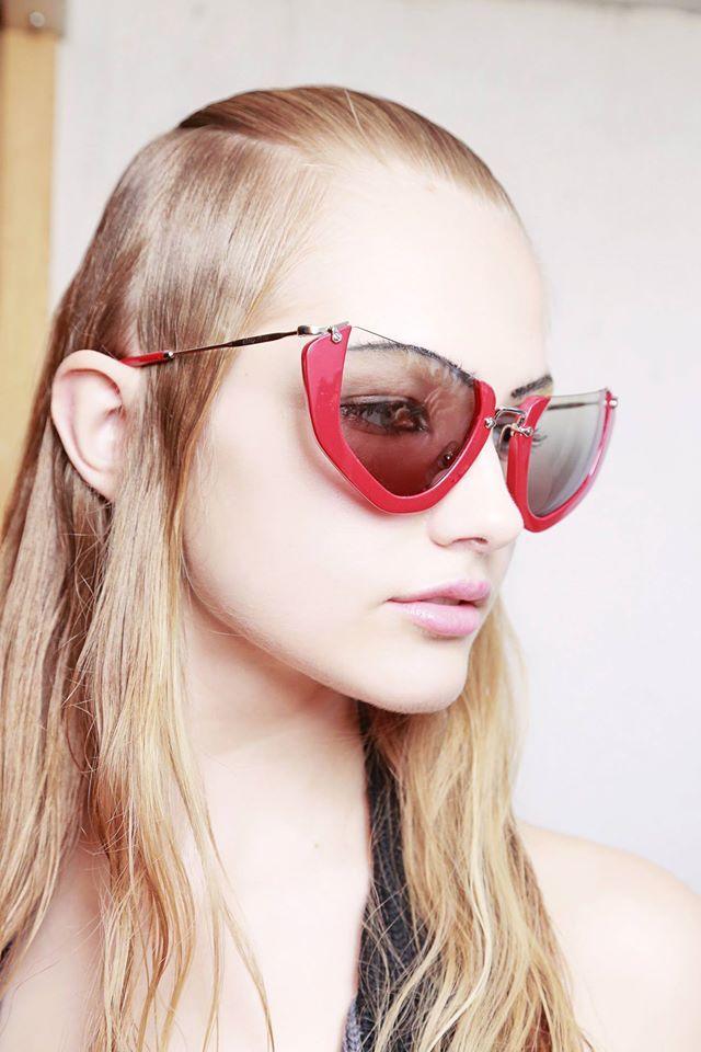 Miu miu addict sunglasses wink collection bardifotottica miu miu pinterest - Occhiali per truccarsi allo specchio ...