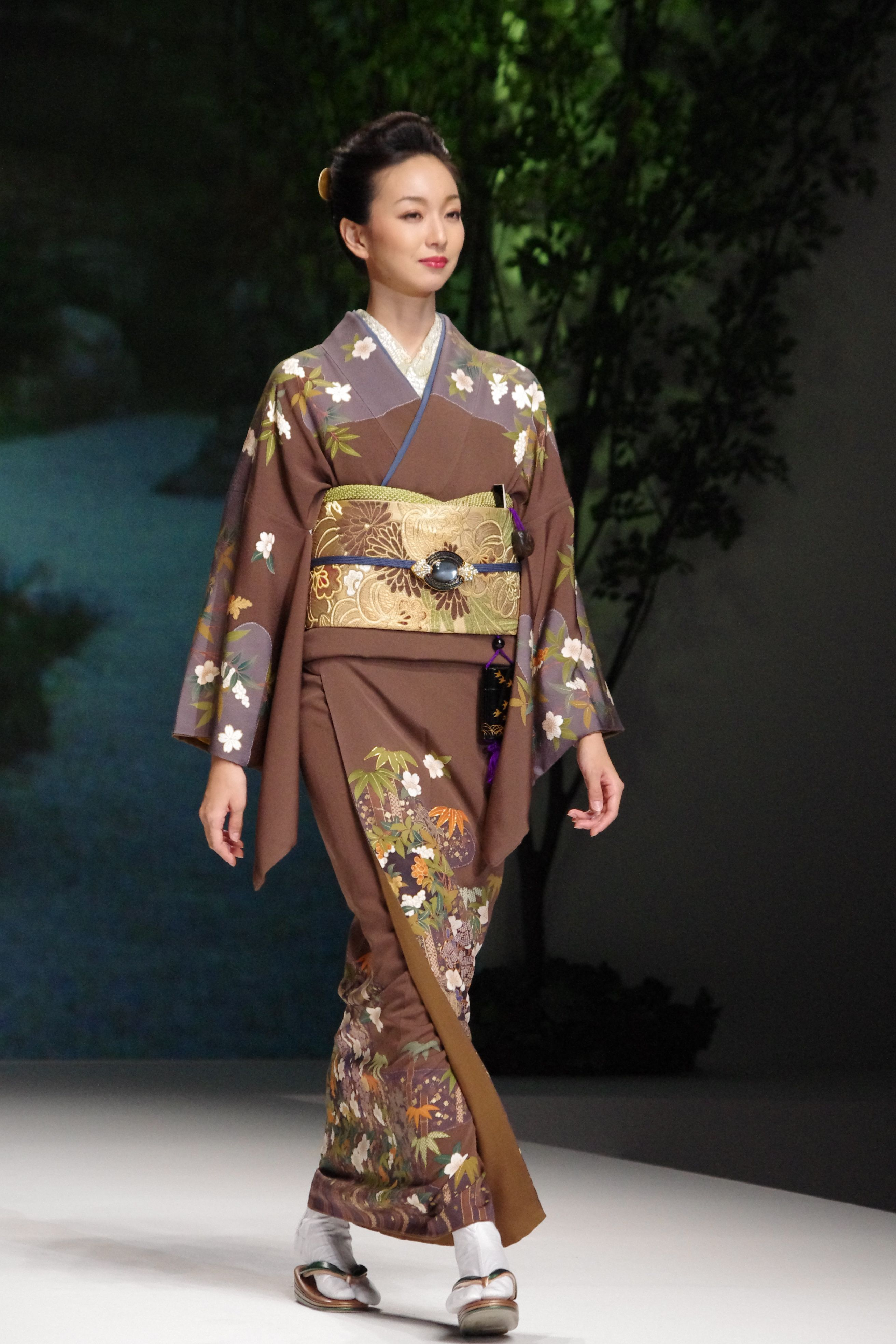 Jukiko Hanai collection | Kimono fashion, Japanese dress ...