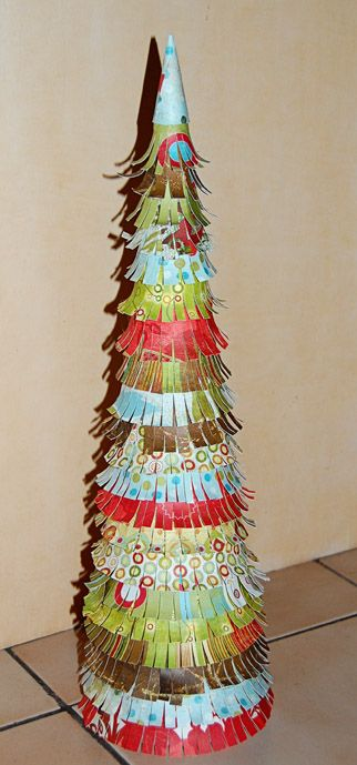 my paper holiday tree. so easy to make!