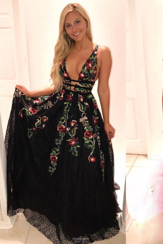 A line Deep V Neck Backless Lace Prom Dresses Black Evening Dress with Appliques PW597