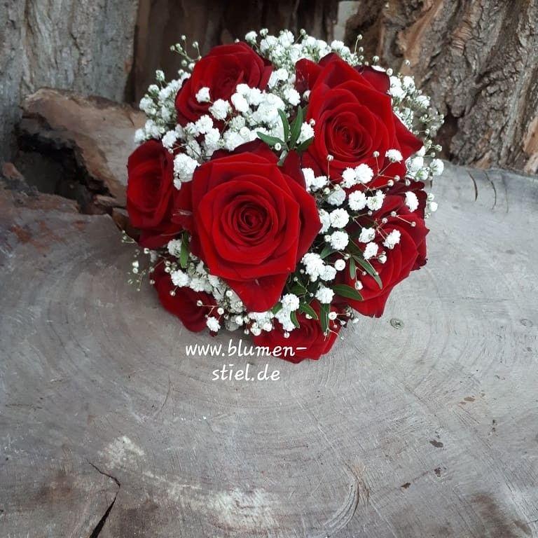 Brautstrauss in rot  weiss mit Rosen und Schleierkraut