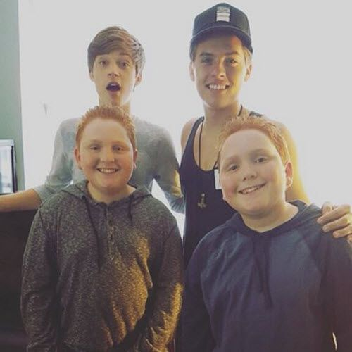Photo Dylan Sprouse Visited The Set Of Best Friends Whenever