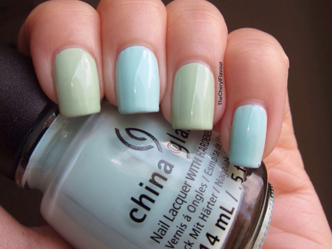 China Glaze At Vase Value: Middle Finger, Pinky China Glaze Re-fresh Mint: Index Finger, Ring Finger