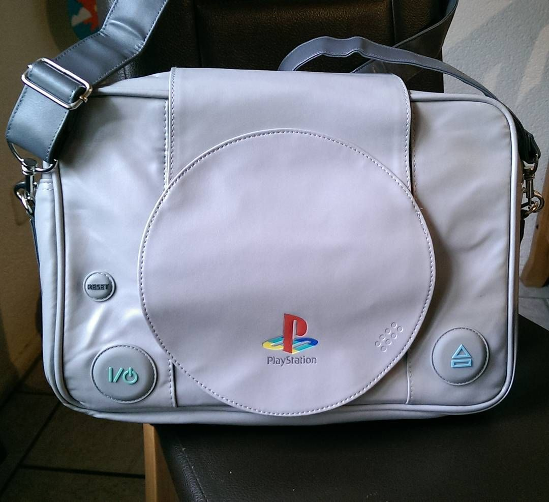 On instagram by _ladyhawk_ #playstation1 #microhobbit (o) http://ift.tt/1nngPEI I love it! @michi_cesc  #playstationbag  #loveit #happy #birthdaypresent #glücklich #tasche #geilomat #epic #kult