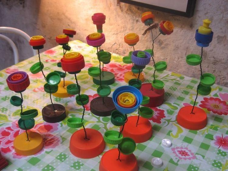 Citaten Pasen Knutselen : Bloemen gemaakt van gekleurde doppen plastic flessen