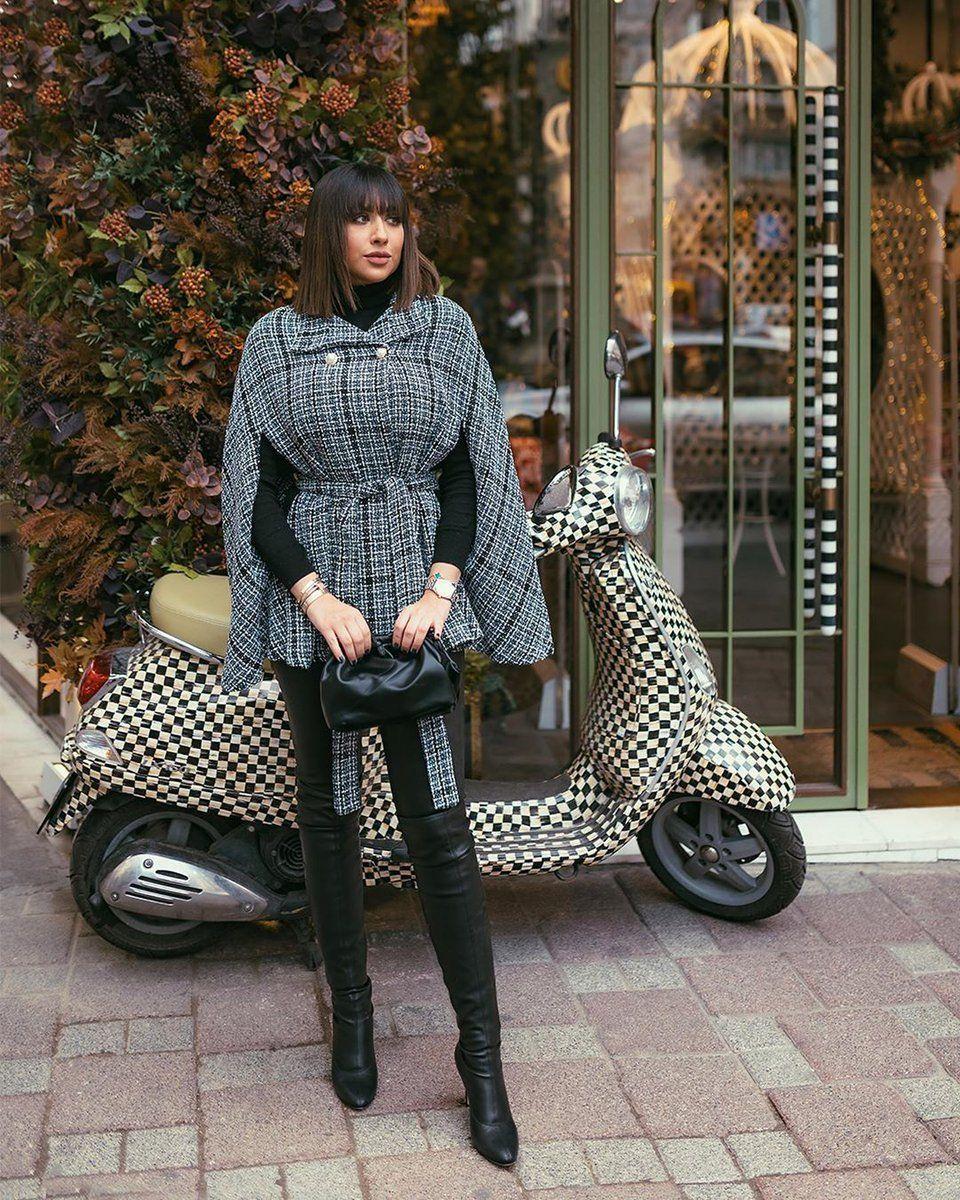 يبدو أن معطف المربعات الملونة يشكل إطلالة جذابة مع البناطيل الجلدية Farah Alhady1 للتسوق انقروا على الرابط ال Winter Fashion Outfits Fashion Fashion Outfits