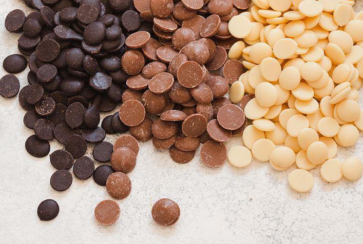 Melting chocolate, dipping chocolate, chocolate to make chocolate candy, fondue chocolate, fountain chocolate, baking chocolate, and chocolate for making desserts and confections #chocolatefountainfoods