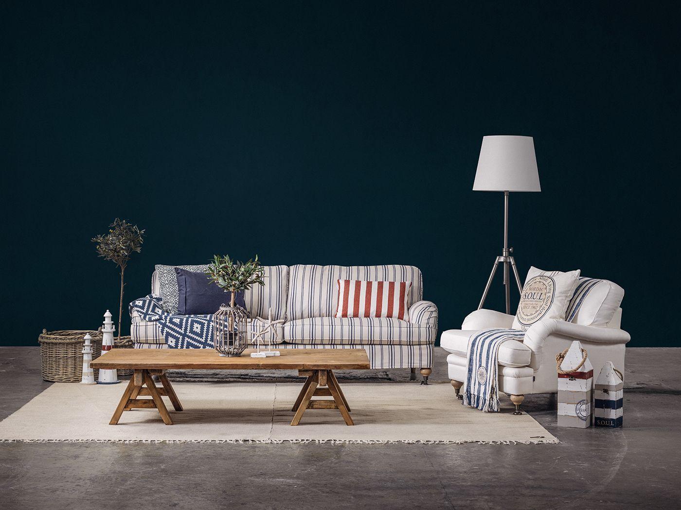 Store | S.O.U.L - Skandinaviska naturmaterial med detaljfokus. Edmont är en fantastiskt bekväm och vacker soffa från S.O.U.L. Denna soffa finns att få i 5 olika varianter t.ex. 3-sits, 2,5-sits eller som 3-sits och svängd. Förutom alla varianter på soffans form har du även möjlighet att välja mellan tyg eller läder i olika färger för att den ska passa in i just ditt hem. Kanske önskar du pianohjul som soffben istället för vanliga?