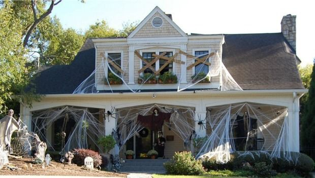 9 Scary-Impressive Houses Decked Out for Halloween Halloween yard - best decorated houses for halloween
