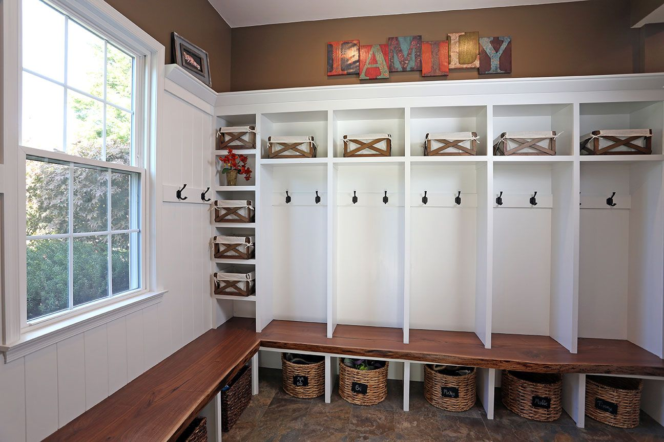 Just Like The Layout Of Our Mudroom Space Except Would Like Lockers To Go To Ceiling And Have Cabinets On The V Mudroom Lockers Mud Room Storage Mudroom Decor