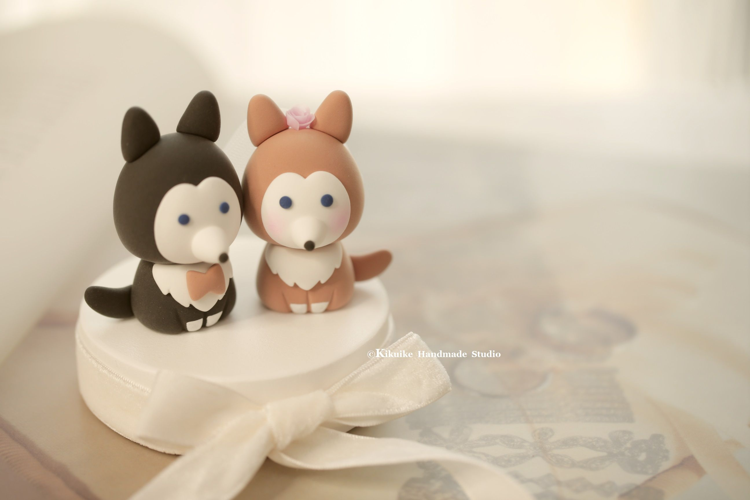 Wolf husky puppy wedding cake topper in cats u dogs cake