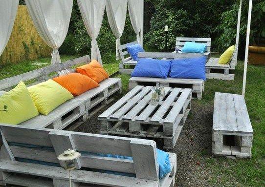 20 modèles de salons de jardin fabriqués en bois de palettes - installer une terrasse en bois