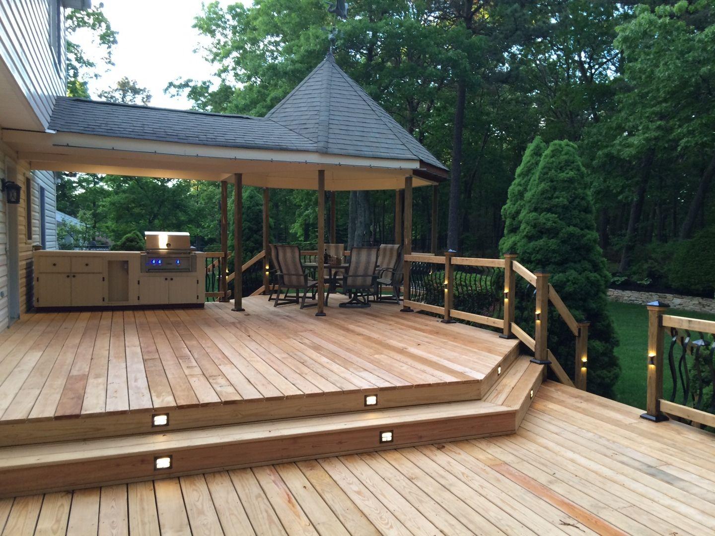Hidden Led Riser Lights With Tigerwood Decking Deck Stairs Patio Stairs Stairs