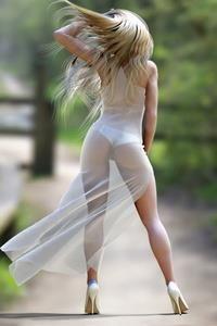 foto-devushek-v-odnom-prozrachnom-plate-blondinka-trahnulas-s-raznoschikom-pitstsi