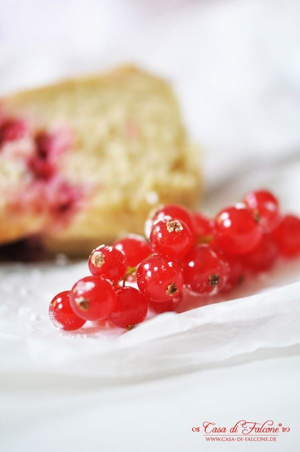 Saftiger Johannisbeer-Gugl {Rezept} I red currant cake {german recipe} I Casa di Falcone