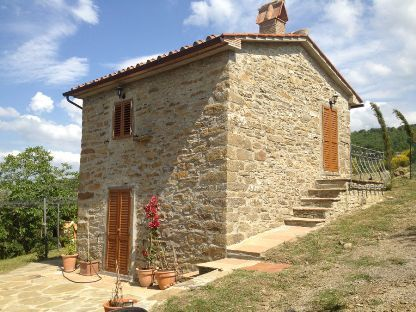 This one used to be a shepherd's hut so is in a panoramic position. In the Alpe di Catenaia, Tuscany #honeymoon #taly