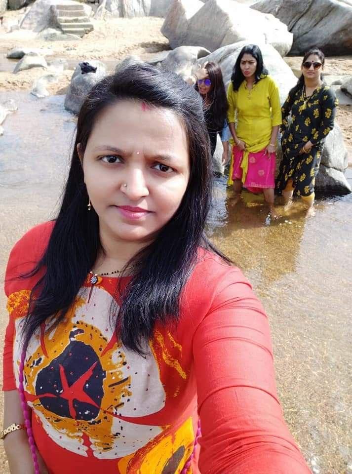 Hot Girls Of World: Aunty in Black Transparent Saree
