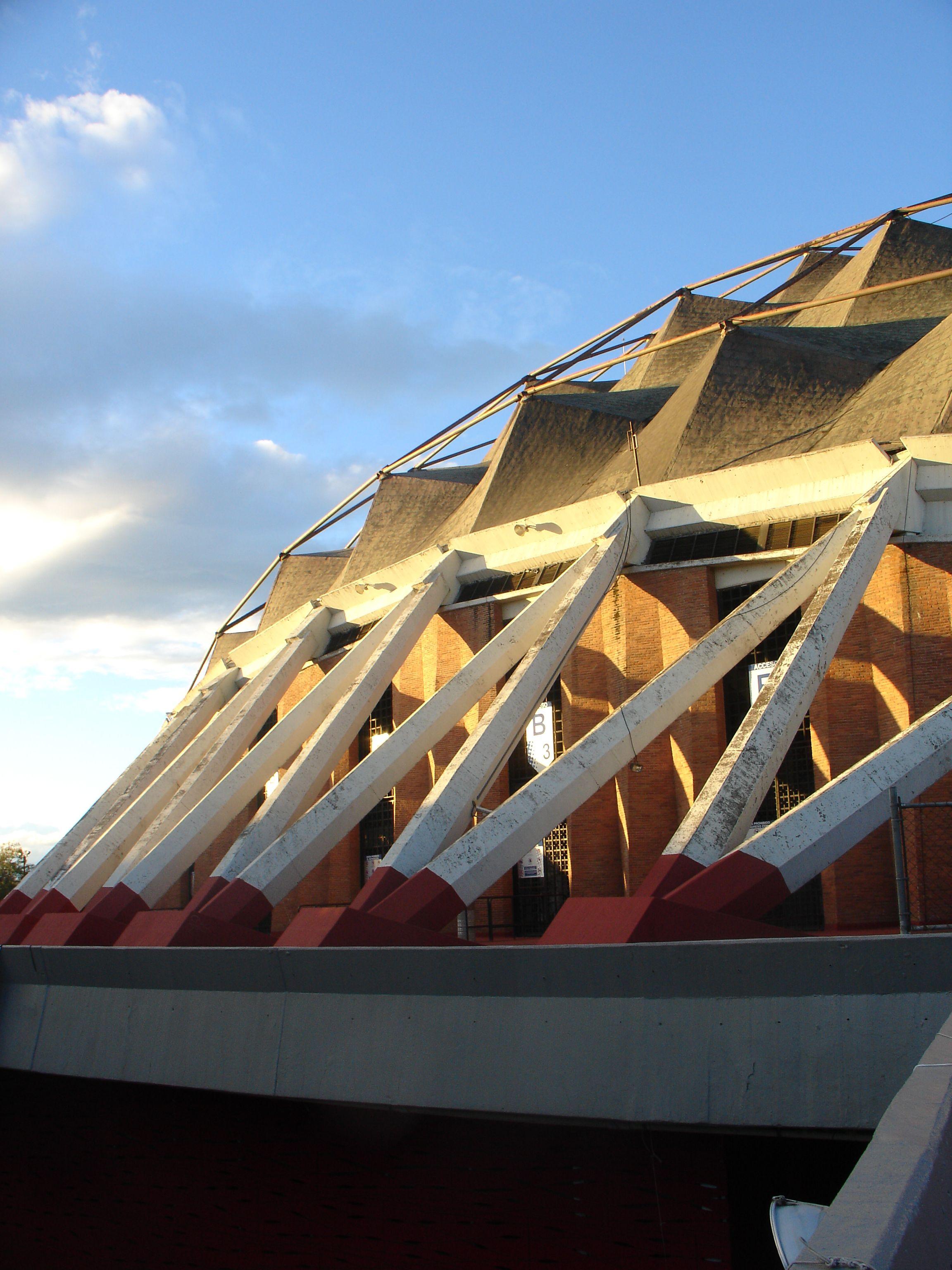 Palacio de los deportes, inmueble olímpico. Arquitecto : Felix Candela.  1968