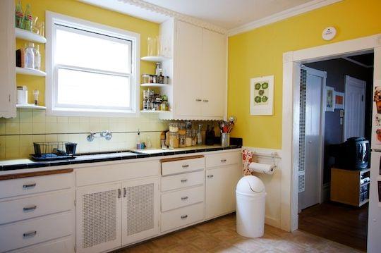 Pared Amarilla Y Vitrinas Blancas Cocina Amarilla Paredes