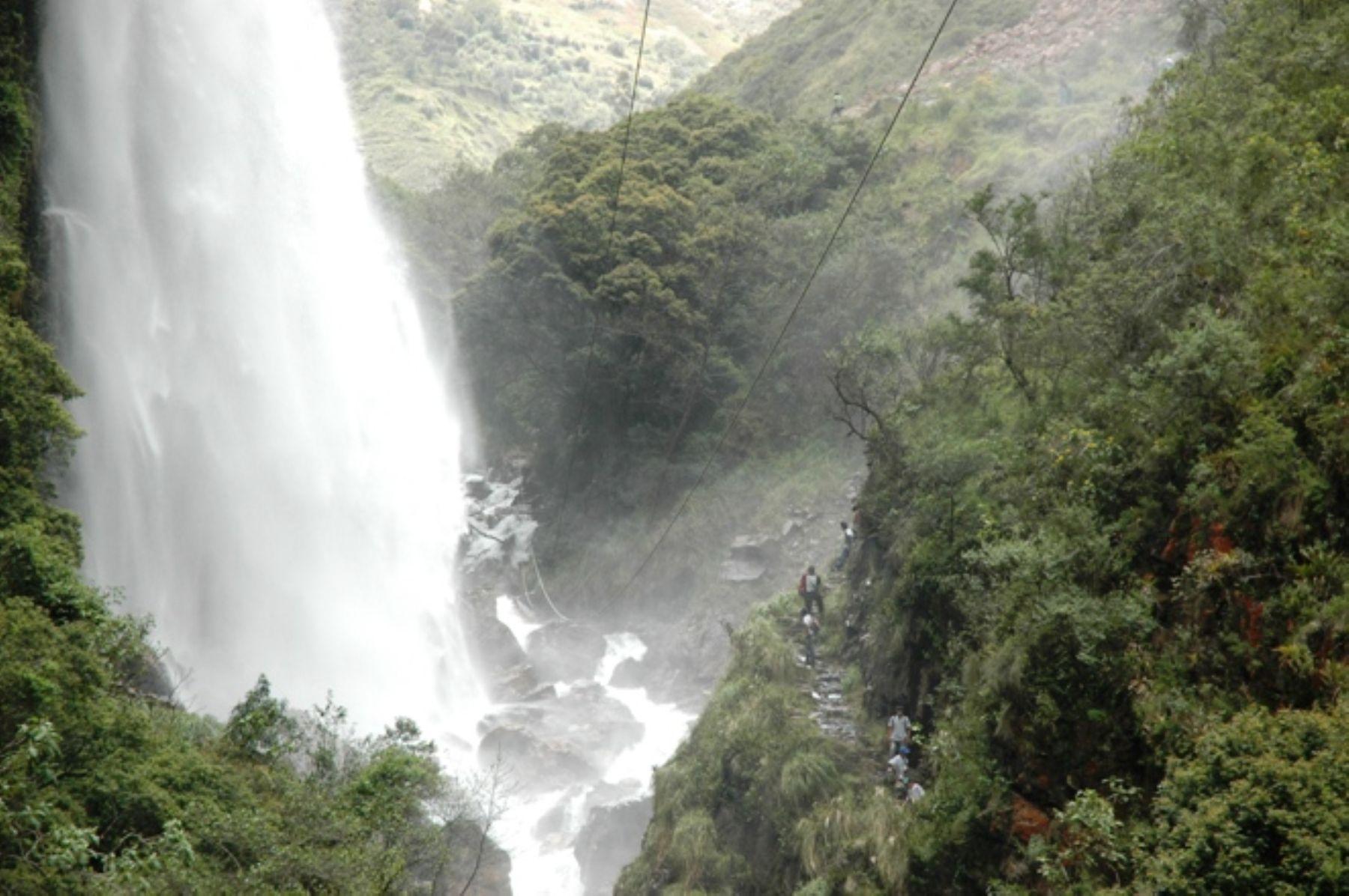 Promoverán cataratas de Chorro Blanco y El Corazón como destinos turísticos http://www.rural64.com/st/turismorural/Promoveran-cataratas-de-Chorro-Blanco-y-El-Corazon-como-destinos-turis-3729