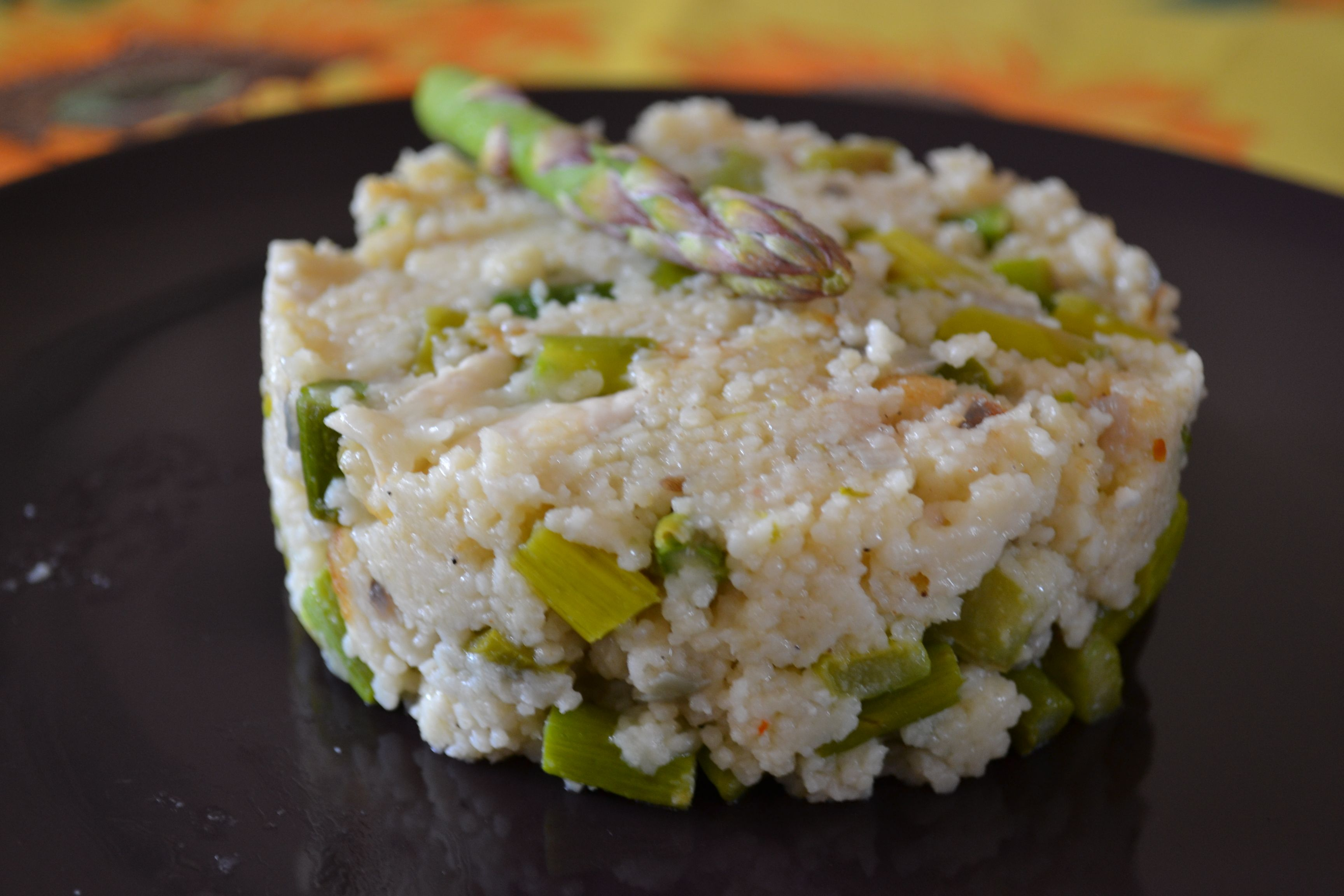 Couscous con asparagi e caprino.  http://blog.giallozafferano.it/ilcassettodeisognisegret/couscous-con-asparagi-e-caprino/