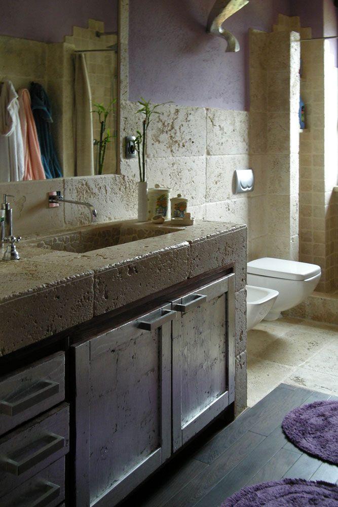 Bagni In Travertino Pavimenti Rivestimenti Lavabi E Top Con Immagini Idee Bagno Rustico Bagno In Pietra Bagno