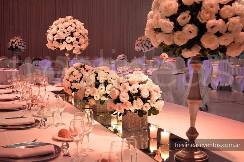 Mesa principal en plateado y blanco Elegante y blanco # Silver and