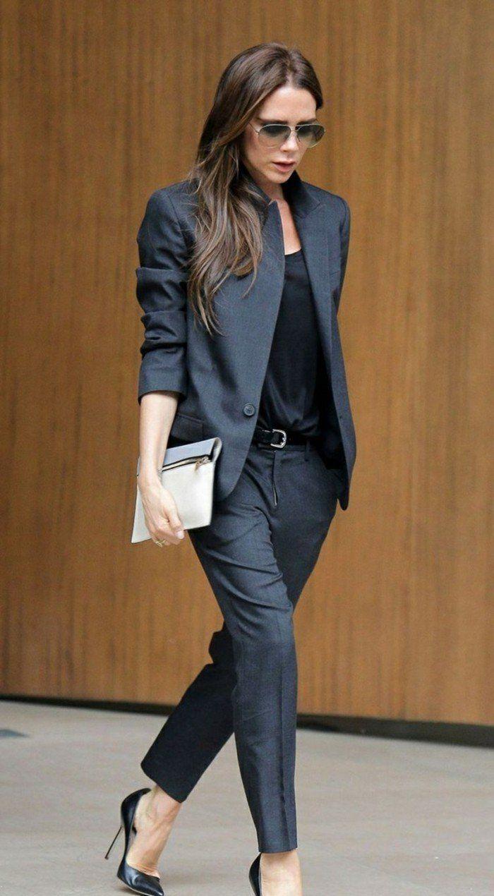 tenue travail pour un look classique, marcher avec confidence