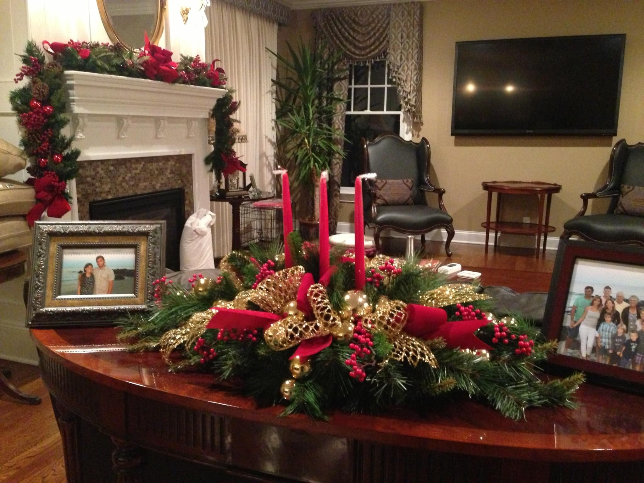 From stunning mantel to festive glass table tops, capture the magic of the season with these 7 simple- yet stylish touches for your holiday home decor http://showerman.com/home-decorating-ideas/