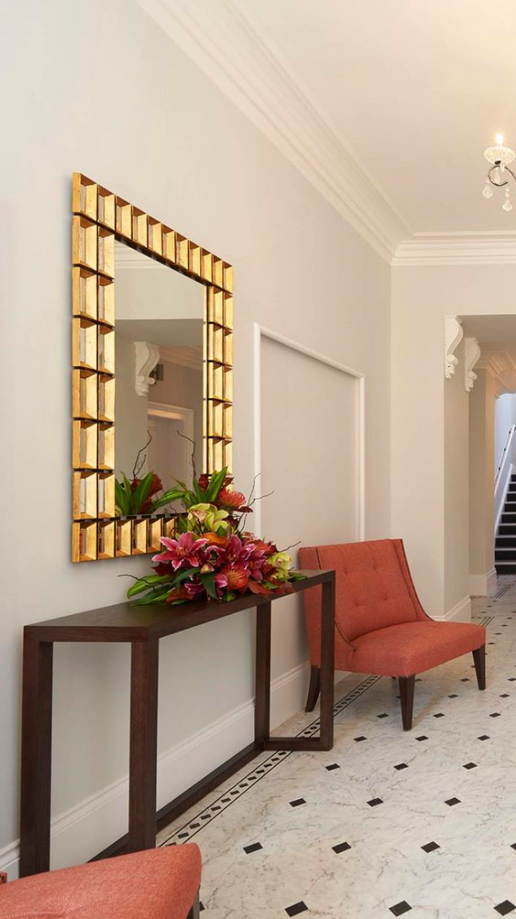 This Luxury Entrance Hallway Mirror Features A Stunning Gold